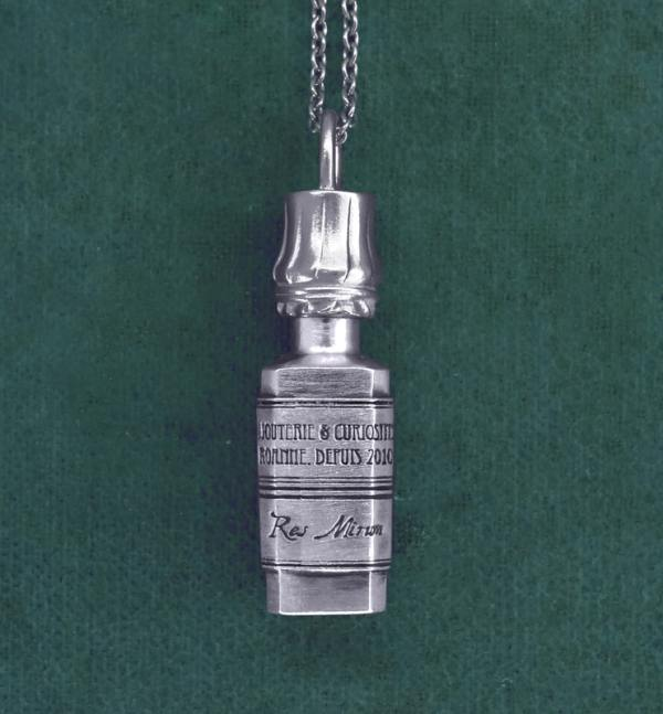 Antique bottle pendant inspired by the apothecaries in sterling silver 925 | Res Mirum