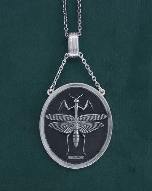 Praying mantis insect pendant in its oval silver frame made in France | Res Mirum
