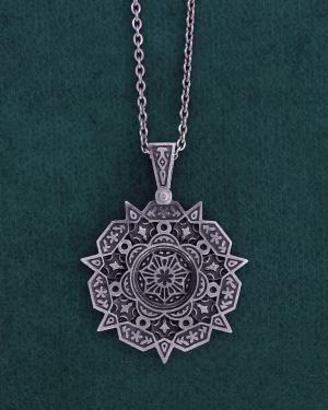 Round pendant with oriental floral motifs inspired by l'ancient architecture of the Maghreb handmade | Res Mirum