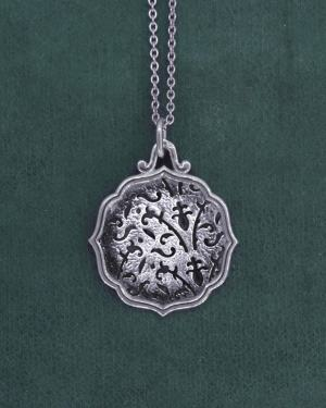 Round lily flower pendant with Indian palace style frame, in l'antique silver tapestry spirit handmade | Res Mirum