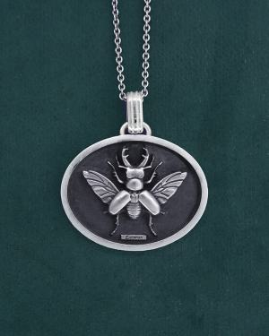 Kite Lucan beetle pendant in its oval frame in sterling silver handmade | Res Mirum