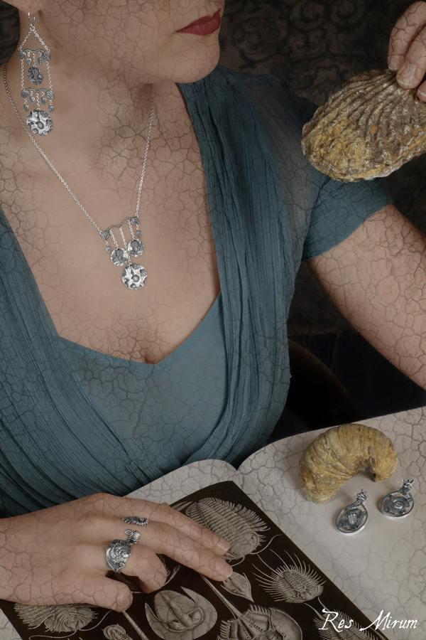 Collier Fossilis, boucles d'oreilles Fossilis, bagues Homo Piscis & Ammonoidea, boucles d'oreilles Limulidae & Trilobita | Res Mirum