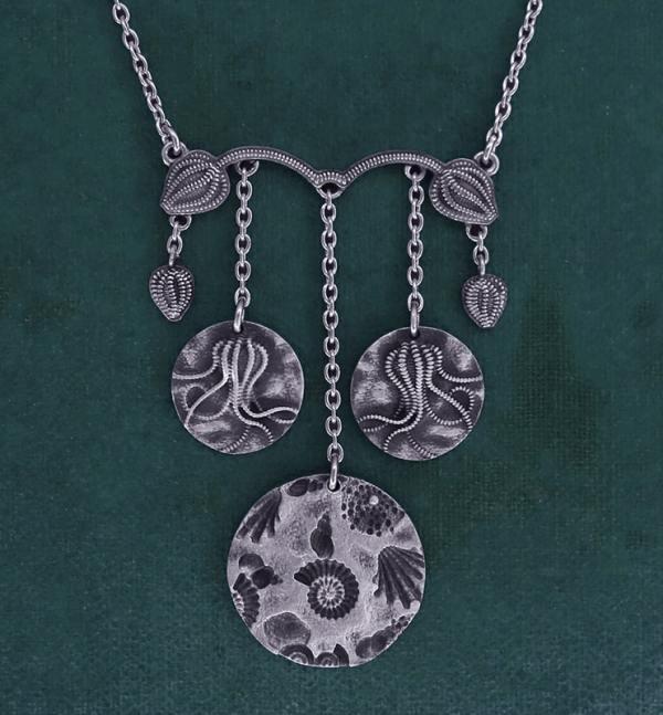 Collier inspiré des collections paléontologiques de crinoïdes & de fossiles en argent 925 de fabrication artisanale   Res Mirum