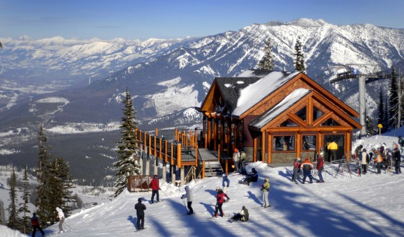Fernie-ski-resort-travel-news-luggage-online-tourism-scenery-mountains-lol-cool-fancy