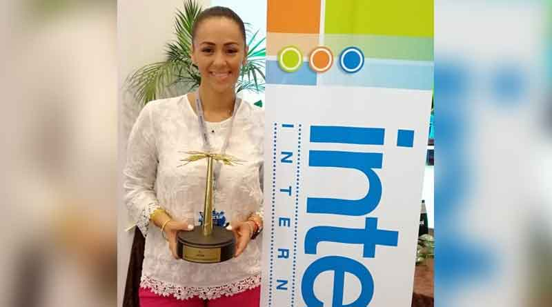 Ximena Villegas, Interval's director of business development for Mexico, holding the Palmera de Oro award presented during the Mexican Resort Development Association Conference in Mazatlán.