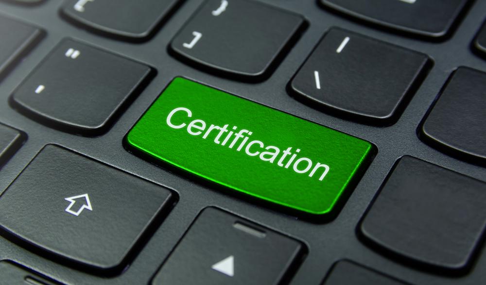 certificación / YuRi_Photolife, Shutterstock
