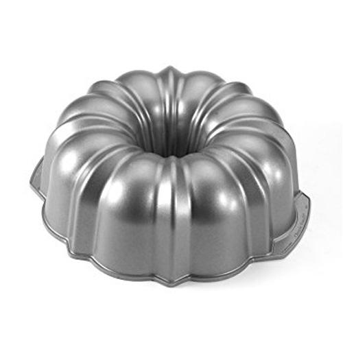 Metal bundt pan