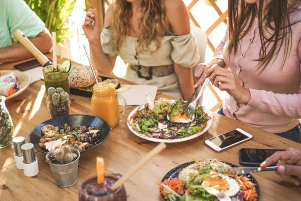 eating at a sustainable restaurant