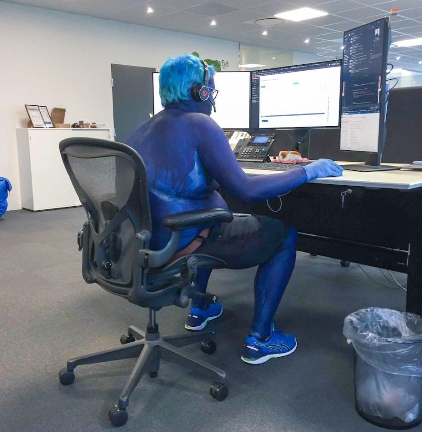 Her ses Mikkel Lysholt Robdrup i sit blå outfit.