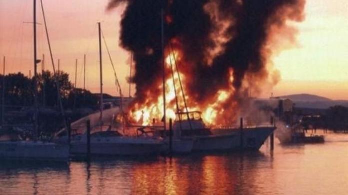 Κάηκε το σκάφος του Σωκράτη Κόκκαλη