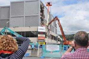 A large crowd gathered within minutes as contractors began demolishing an earthquake damaged section of Lower Hutt's ...