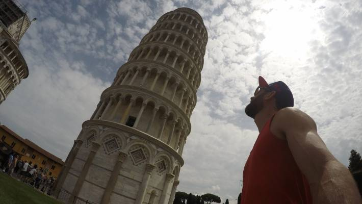 Besuch des Schiefen Turms von Pisa: Alles in einem Arbeitstag für Byron.