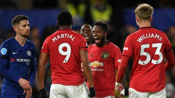 Manchester United rock Chelsea, winning 2-0 to blow Champions League race wide open