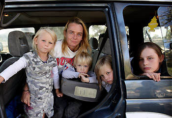https://i2.wp.com/resources1.news.com.au/images/2009/03/29/1225697/711409-family.jpg