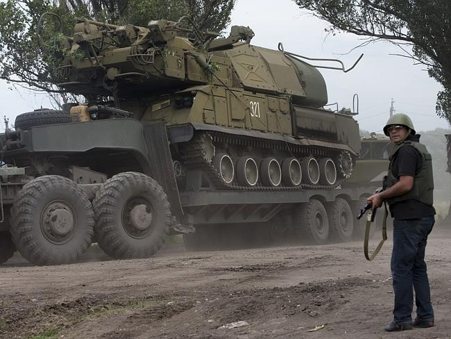 Ukrainian government forces manoeuvre a Buk anti-aircraft missile launcher. AP Photo/Dmit