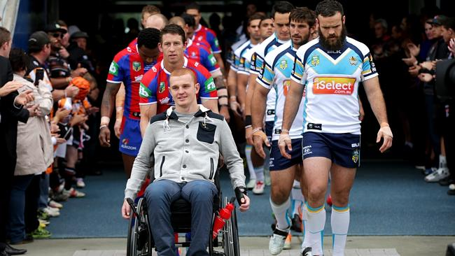Alex McKinnon is cheered onto the field. Pic: Gregg Porteous