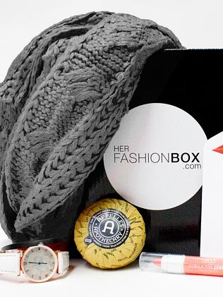 This month's box has a scarf for domestic customers, and summer fashion for overseas.