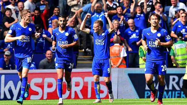 Leicester City's Jamie Vardy (2nd R) celebrates after scoring the opening goal.