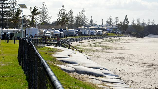 Caravans and tents lined up along the beach at the Kingscliff Beach Holiday Park.