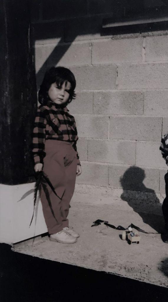 moi à l'âge de 4 ans sur la terrasse de la nouvelle maison