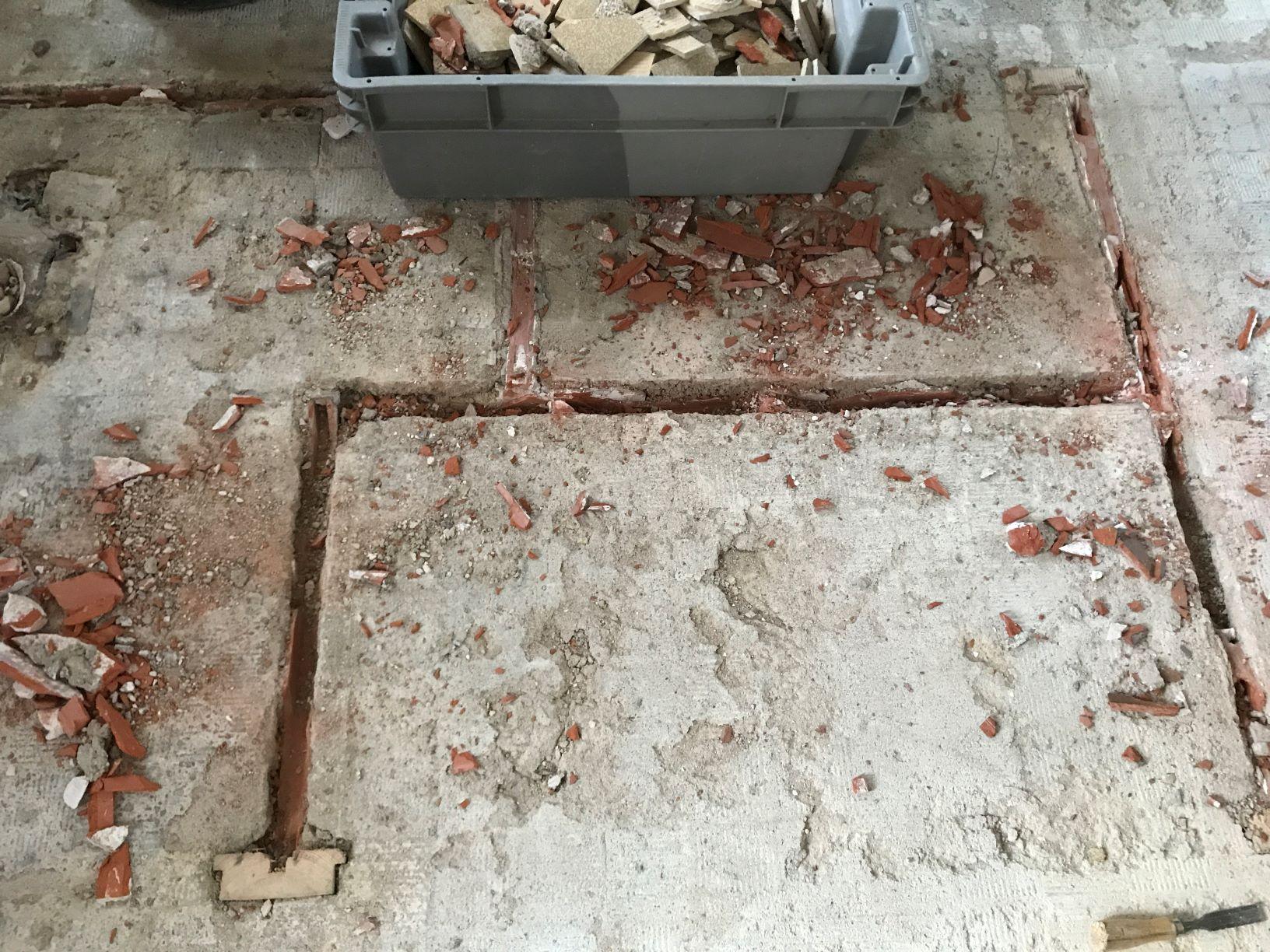 démolition de cloisons pour optimiser l'espace dans une entrée de maison