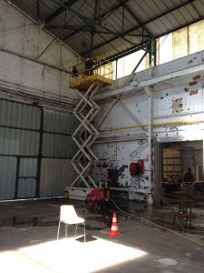 Nettoyage des murs au jet d'eau haute pression avec la nacelle 10 m.