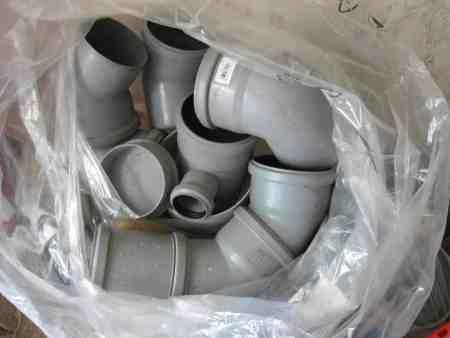 Abflussrohreckteile aus Kunststoff, grau, unbenutzt