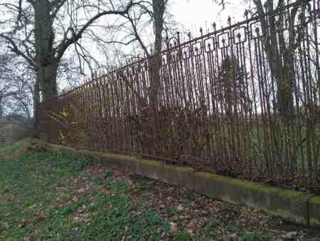 Antiker Zaun 24m lang ,Höhe 1,6m,  100 Jahre alt