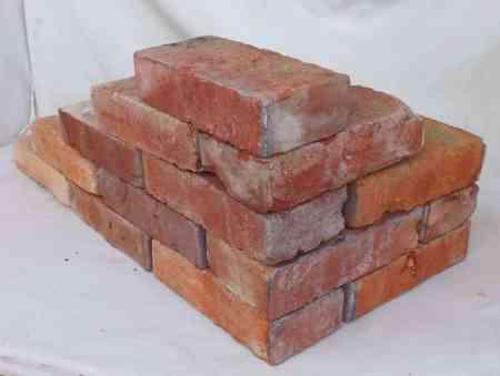 Antikziegel rustikale alte Mauersteine Ziegel Klinker Backsteine Verblender alte historische Mauersteine Ruckbausteine Weinkeller Ziegelboden Ruinenmauer Industrie Loft