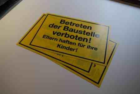 Schild – Betreten der Baustelle verboten* …