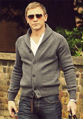 Daniel Craig in cardigan