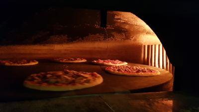Pizzeria Restaurant Italien Tutti Quanti - Four au feu de bois