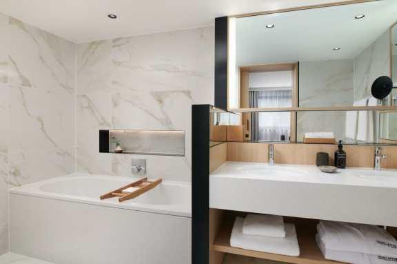 TheNobu_Portman_Junior_Suite_Bathroom featuring BetteStarlet bath (low res)