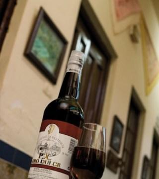 Vino Oro Dulce del Restaurante en Córdoba Sociedad Plateros Maria Auxiliadora