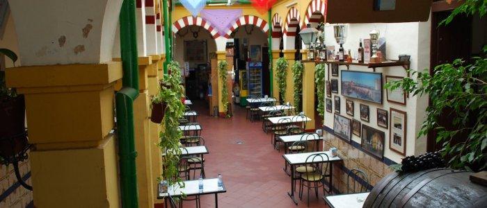Vista patio cordobés central del Restaurante de Córdoba Sociedad Plateros Maria Auxiliadora