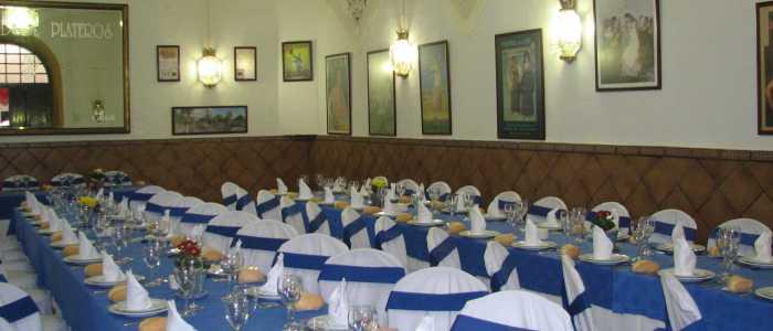 Detalle mesas para evento en el salón José Aguilar de Dios del Restaurante de Córdoba Sociedad Plateros Maria Auxiliadora