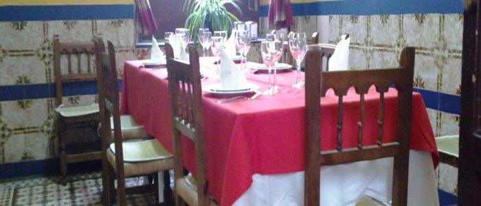 Detalle mesa para comer en sala del Restaurante de Córdoba Sociedad Plateros Maria Auxiliadora