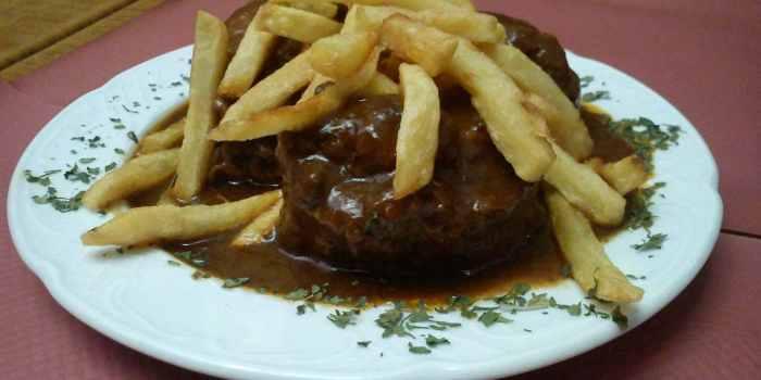 Rabo de toro cordobés. Restaurantes de Córdoba Sociedad Plateros María Auxiliadora