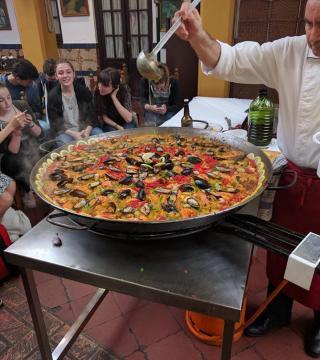 Curso de paella para estudiantes franceses en el Restaurante Sociedad Plateros Maria 04