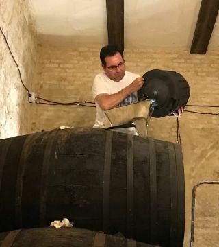 Despacho de vinos a granel Sociedad Plateros María Auxiliadora 07