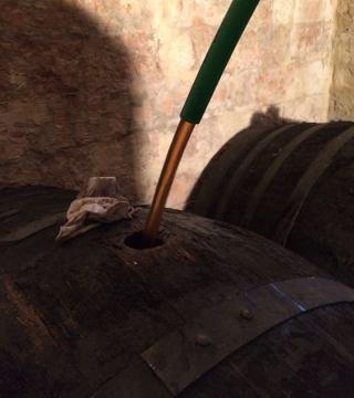 Despacho de vinos a granel Sociedad Plateros María Auxiliadora 18
