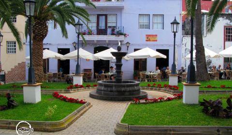 Fuente de la Plaza de San Andrés · Restaurante San Andrés · La Palma · Canarias · Pescado Fresco, Paella de Marisco, Gran Selección de vinos.