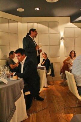 Óscar entusiasmado con los vinos de Bodegas Luis Cañas