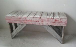 banco con madera reutilizada