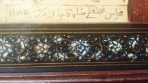 boven: kalligrafie in Farsi