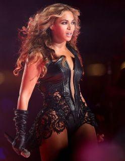 Source: http://1.bp.blogspot.com/-RJ59885hpDA/UQ_Y_Rz_axI/AAAAAAAAAVo/66PWSt6BU6I/s1600/Beyonce-Super-Bowl-2013-Half-Time-Show.jpg
