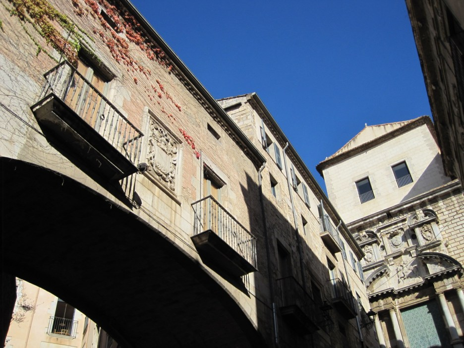 In the shade of the lovely buildings I could watch passersby.