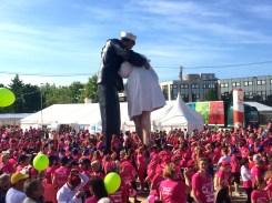 Le rendez-vous est donné, sous la statue du fameux baiser au Mémorial