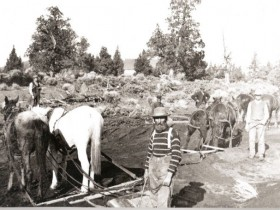 Construction of Pilot Butte Canal in 1904 (Image courtesy<br /> Deschutes Historical Society.)