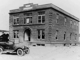 The Old Courthouse, circa 1918 (Bend Bulletin)